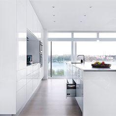 White Kitchen | Favrskov Køkkencenter ApS
