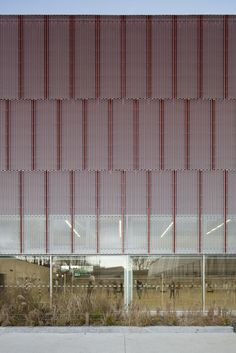 Image 15 of 18 from gallery of Gymnase Jean Gachet / LINK - Chazalon Glairoux Lafond - architectes associés. Photograph by Milène Servelle Architecture Metal, Theatre Architecture, Parking Building, Facade Pattern, Building Skin, Expanded Metal, Under The Lights, Facade Design, Cladding