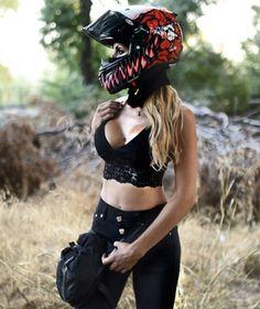 Motorcycle Helmet Design, Rock And Roll Fashion, Super Bikes, Biker Girl, Gorgeous Women, Beautiful, Motorbikes, Hot Girls, Cruise Outfits