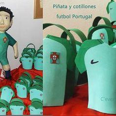 Piñata people-fútbol portugal.  Visita nuestra boutique donde podrás encargar tu piñata elaborada a la medida. Enviamos a todas partes de Europa.