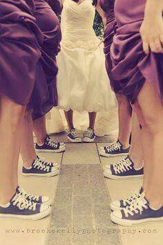 I love the idea of my entire wedding party wearing all-star converse shoes! Trendy Wedding, Wedding Pictures, Dream Wedding, Wedding Day, Wedding Reception, Diy Wedding, Geek Wedding, Wedding Chairs, Casual Wedding