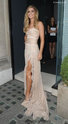 Cheryl Cole arrives at Avenue for the launch of her new fragrance http://icelebz.com/events/cheryl_cole_arrives_at_avenue_for_the_launch_of_her_new_fragrance/photo1.html