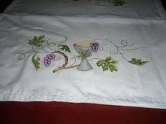 Resultado de imagen para bordados para manteles de iglesia Altar Cloth, Embroidery Motifs, New Years Eve Party, Communion, Cover Design, Needlework, Banner, Drawings, Gifts