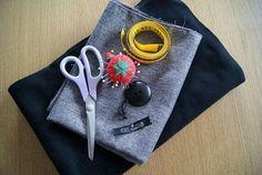 Tuto : Réaliser un grand chèche, le foulard tendance du moment Crochet Gloves, Crochet Jacket, Crochet Beanie, Moda Do Momento, Crochet Christmas Trees, Crochet Bikini Top, Diy Headband, Doll Shoes, Crochet For Beginners