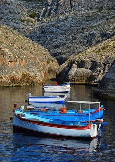 Boats at Wied iz-Zurrieq in Malta Malta Holiday, Malta Valletta, Malta Gozo, Malta Island, Places Of Interest, Mediterranean Sea, Archipelago, Weekend Trips, Beautiful Islands