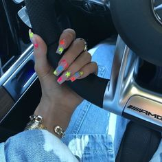 Kylie Jenner is a nail idol. If you want to learn Kylie Jenner's nails, nail shapes, nail designs and nail colors, this guide is definitely for you. Summer Nails Neon, Summer Acrylic Nails, Best Acrylic Nails, Acrylic Nail Designs, Unique Nail Designs, Art Designs, Sparkly Acrylic Nails, Orange Acrylic Nails, Star Nail Designs