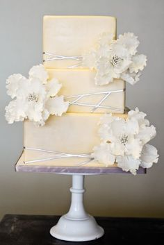 The sugar flowers are so beautiful, and I like the way that they contrast with the simplicity of the modern cake.