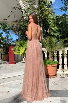 VESTIDO CLAUDIA ROSA - Rocío Osorno - Diseñadora de moda - Sevilla Grad Dresses, Dressy Dresses, Cute Dresses, Beautiful Dresses, Cute Outfits, Wedding Dresses, Embroidery Fashion, Look Cool, Dress Patterns