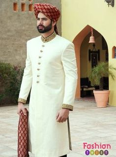 Latest Sherwani Designs For Men Wedding - Stylish Tips Sherwani For Men Wedding, Wedding Dresses Men Indian, Groom Wedding Dress, Sherwani Groom, Wedding Men, Gold Wedding, Bridal Dresses, Designer Kurtis, Indian Groom Dress