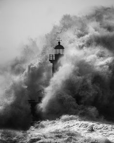 Black And White Picture Wall, Photo Black, Black And White Pictures, Vampire Wedding, Fotografia Tutorial, Lighthouse Photos, Photography Tags, Surfing Photos, Black And White Aesthetic