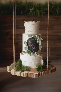 18 Hanging Wedding Cakes That Are The Ultimate Showstoppers | CHWV #cake #weddingcake #wedding #bride #groom
