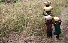 El Supositorio: El bidón de plástico en África