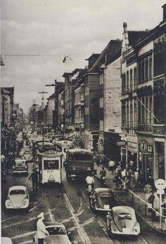 Straßenbahnverkehr auf der Krefelder Straße im Jahr 1960.
