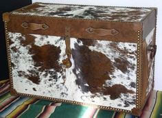 cowhide and leather trunk . idea,now how do I faux paint this? maybe purchase cloth that looks like cowhide and glue it on a made trunk. Cowhide Decor, Cowhide Furniture, Western Furniture, Rustic Furniture, Furniture Decor, Cowhide Ottoman, Leather Furniture, Western Crafts, Rustic Western Decor