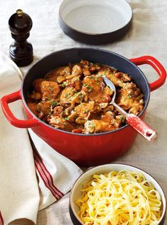 If you love chicken cacciatore, you'll definitely fall for its saucy French cousin. Known as poulet chasseur, hunter's chicken is a rich, robust stew that will keep you warm all winter long. Chicken Cacciatore, Meat Recipes, Chicken Recipes, Cooking Recipes, Easy Diner, Hunters Chicken, Ricardo Recipe, Buttered Noodles, Chicken