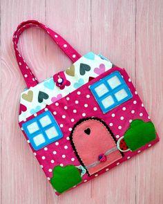Развивающая сумочка- домик будет радовать одну маленькую девочку, с таким разнообразием разных штучек в домике ребенку точно не придется скучать! 😃 / Рукоделие