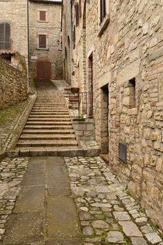 Montecastello di Vibio - Around Guides