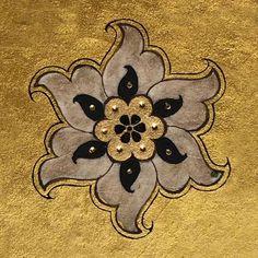 🌼 Islamic Art Pattern, Pattern Art, Arabesque, Lilac Painting, Illumination Art, Arabic Calligraphy Art, Motif Design, Coat Of Arms, Painting Techniques