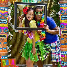 Turn up the tropical heat with a photo op for couples!
