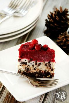 Gluten-Free Vegan No-Bake Chocolate Chip Cranberry Cheesecake Healthy Holiday Recipes, Pear Recipes, Healthy Dessert Recipes, Healthy Desserts, Delicious Desserts, Vegan Sweets, Vegan Food, Cranberry Cheesecake, Cheesecake Recipes