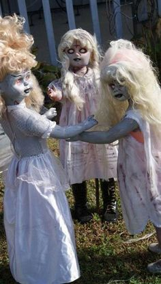 Amazing Creepy Halloween And Fall Ideas. Below are the Creepy Halloween And Fall Ideas. This post about Creepy Halloween And Fall Ideas was posted under the Decoration category by our team at February 2019 at pm. Hope you enjoy it and don& forget to . Casa Halloween, Halloween 2014, Halloween Kostüm, Halloween Yard Ideas, Really Scary Halloween Costumes, Halloween Outside, Halloween Forum, Dollar Store Halloween, Homemade Halloween