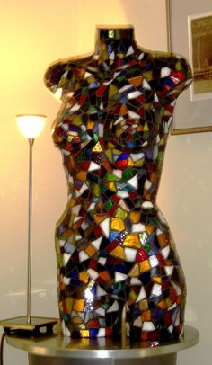 ideas Mannequin Legs, Mannequin Display, Dress Form Mannequin, Mosaic Pots, Mosaic Glass, Stained Glass, Glass Art, Mosaic Crafts, Mosaic Projects