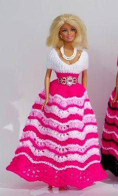 Puppenkleid stricken // Ballkleid für Puppen Knitting Dolls Clothes, Crochet Doll Clothes, Barbie Clothes, Barbie Dolls, Free Crochet, Knit Crochet, Barbie Patterns, Hello Dolly, Barbie And Ken
