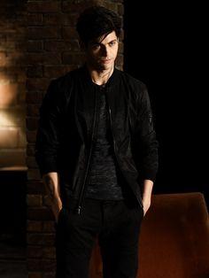Alec in 1x11