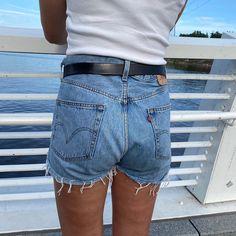 """RullaKoo, Riitta Kahelin on Instagram: """"Isän ikivanhoista rikkinäisistä farkuista shortsit tyttärelle. Onneksi olin nämäkin farkut yli 10 vuotta sitten jättänyt odottamaan…"""" Refashioning, Denim Shorts, Instagram, Women, Woman, Jean Shorts"""