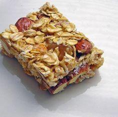 Como hacer barritas de cereales dietéticas. Las barritas de cereales son un complemento alimentario genial ya que tienen un montón de suplementos que te ayudan a mejorar tu rendimiento y a recuperar la energía perdida en el ejercicio físico. Lo...