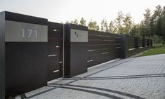 XCEL Flow Fence with LED lighting, ready concrete bollards House Fence Design, Fence Gate Design, Modern Fence Design, Front Gate Design, Entrance Design, Fancy Fence, Compound Wall Design, Modern Garage Doors, Boundary Walls