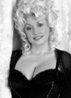 Dolly Parton poster Metal Sign Wall Art x Black and White Dolly Parton Jolene, Dolly Parton Pictures, Sexy Older Women, Hello Dolly, Beautiful Actresses, Beauty Women, Celebs, Female Celebrities, How To Look Better