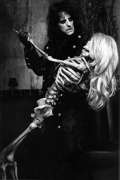 Alice Cooper dancing with death?