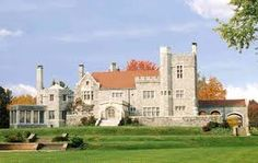 I so want a tour of Glamorgan Castle in Alliance, Ohio...