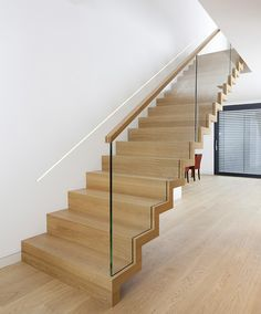 Zigzag stair made of oak. Balustrade made of glass with wooden handrail. Stairs of the TECHNE line. Private residential project, designed by TRĄBCZYŃSKI. Small Staircase, Modern Stair Railing, Timber Staircase, Staircase Railings, Modern Stairs, Staircase Design, Glass Handrail, Glass Stairs, Floating Stairs