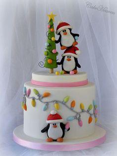 Pingviinikerroskakku // Christmas Layer Cake with Penguins http://cakesdecor.com