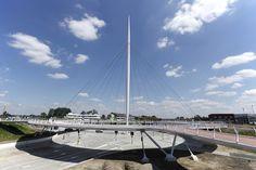 Zwevende fietsbrug Eindhoven gaat open - architectenweb.nl