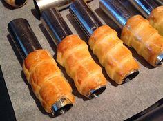 Na kremrole se mi osvědčilo těsto z mouky, tuku a zakysané smetany. Jeho příprava je velmi rychlá a jednoduchá a kremrolky jsou z něj krásně křehké. Hot Dog Buns, Hot Dogs, Kurtos Kalacs, Schaum, Sweet Potato, Sausage, Food And Drink, Potatoes, Bread