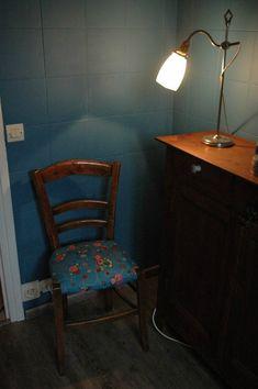 Tuto chaises ou comment retapisser une chaise en paille ou autre... - mes nuits claires Dining Chairs, Decoration, Furniture, Home Decor, Spaces, Manualidades, Chair Makeover, Furniture Ideas, Home Ideas
