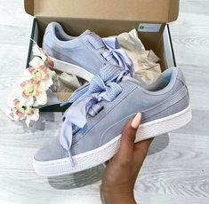 12 Winter Tennis Outfits for Women you will totally love! Sneaker Trend, Puma Sneaker, Sneaker Boots, Tennis Outfits, Tennis Clothes, Cute Sneakers, Shoes Sneakers, Shoes Heels, Nike Shoes
