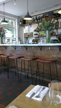 Brawn - East-London cafe restaurant Pub Interior, Cafe Interior Design, Cafe Design, Bistro Restaurant, Cool Restaurant, Restaurant Design, London Cafe, East London, English Lunch