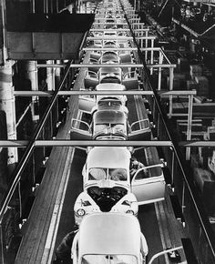 Ford Motor Company assembly line in Dearborn, Mich. Detroit Motors, American Manufacturing, Ford Lincoln Mercury, Assembly Line, Michigan Travel, Ford Classic Cars, Old Fords, Automobile Industry, Henry Ford