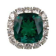 vintage emerald ring. I need an emerald ring in my life. My favorite color <3 -Macy