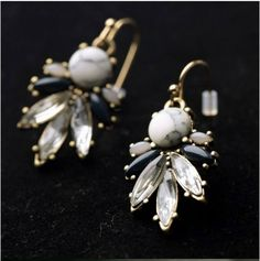 Fresh Chandelier Earring Design  RP 97.000 Material : Crystal  Size : 3,5 cmx 2,5 cm  FOR ORDERING WA OR TEXT 087875164760