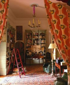http://lattelisa.blogspot.com/2014/08/traditional-homes-in-world-of-interiors.html