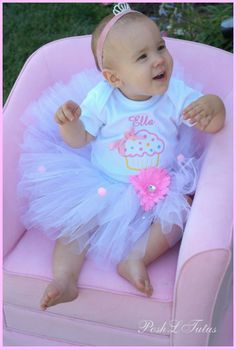 This would be so cute for Brynn's cupcake theme first birthday party :)    <3 it Maddie would look so adorable
