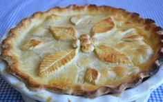 Chicken and Leek Pie. Melt in the mouth double crust pastry pie filled with chicken, leeks and bacon in a simple creamy sauce. Finger Food Desserts, Dessert Recipes, Slow Cooked Steak, Chicken And Leek Pie, Chicken Alfredo, Steak And Kidney Pie, Pie Tops, Shortcrust Pastry, Pie Dish