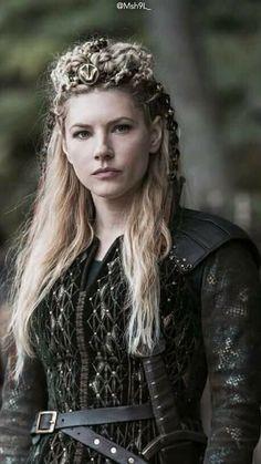 I wish I could be lagertha… sigh… - Modern Wallpaper Vikings, Viking Wallpaper, Viking Braids, Viking Hair, Katheryn Winnick Vikings, Viking Warrior Woman, Arte Viking, Viking Pictures, Vikings Tv Show
