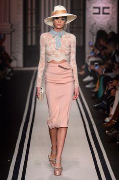 Elisabetta Franchi at Milan Fashion Week Fall 2017 - Runway Photos Fashion 2017, Runway Fashion, Fashion Show, Fashion Design, Milan Fashion, Chic Outfits, Fashion Outfits, Milano Fashion Week, Dolce & Gabbana