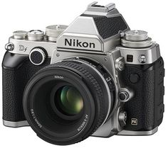 The brand new and beautiful Nikon Df , a combination of technology , vintage , strength and personality.  What is most striking about this camera is definitely the look ! A camera body so the family could not be seen for a very long time . His resemblance to the old glories of the past now make an object of desire , attracting a lot of curiosity about themselves ................